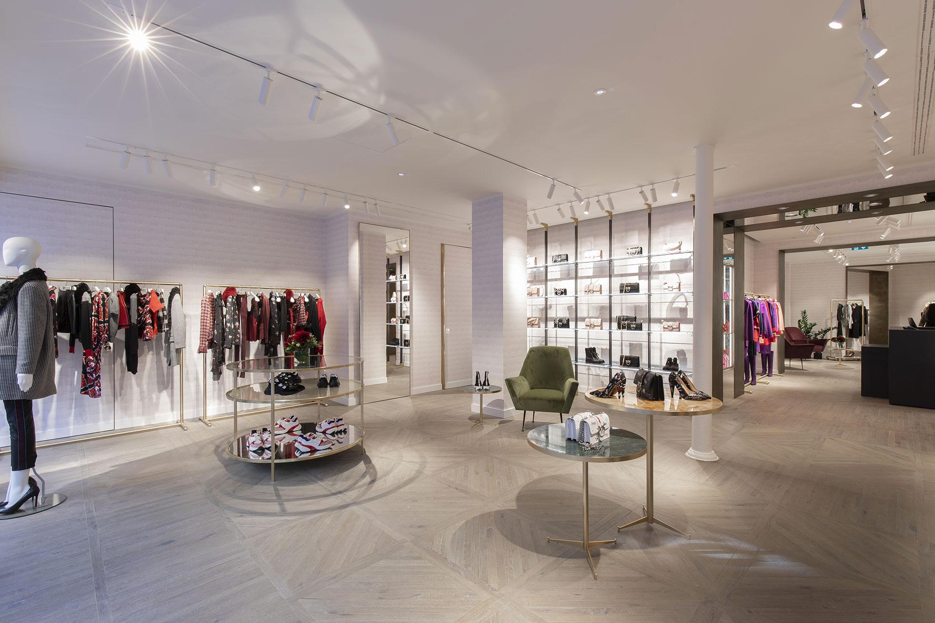Pinko rénovation dun magasin de vêtements pour femme et jeune femme rue du four paris 6ème